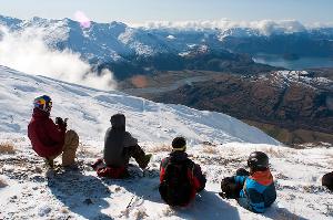 TREBLE CONE Photo Snow Report – Waking up to Powder Bluebird!