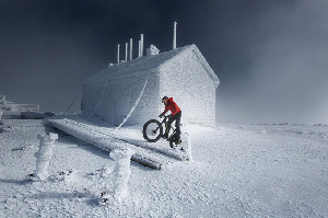 This Madman Just Pedalled a Fat Bike up an 6,000ft Mountain – Video