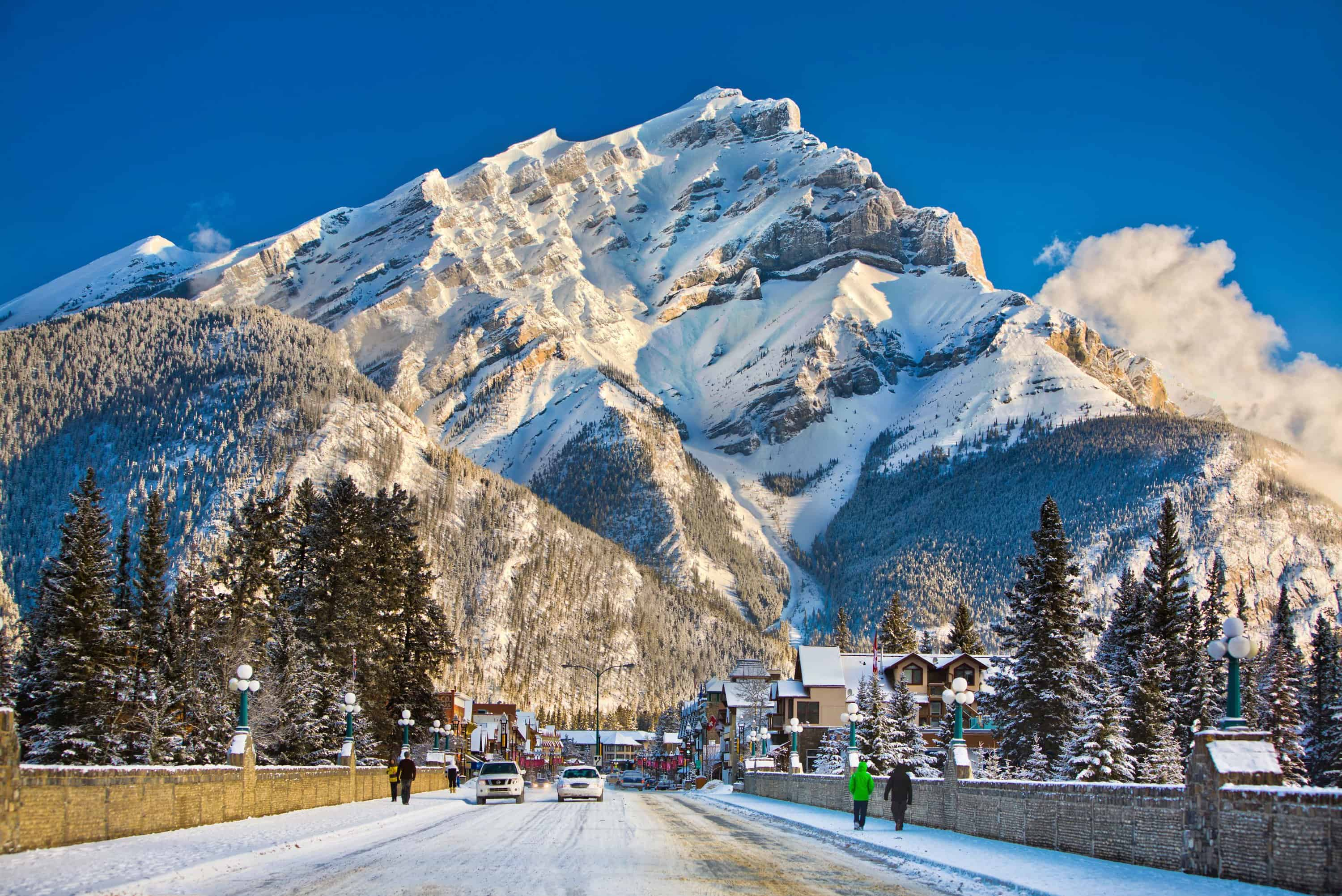 Banff and Lake Louise – Is This The Most Beautiful Place In The World To Ski? – Travel