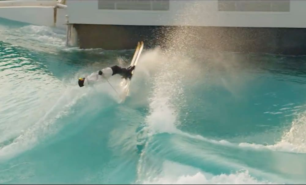 צפו בקנדיד טובו גולש עם מגלשי סקי על גלי הבריכה של וייב גארדן