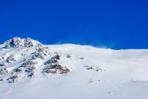 Blue skies and fresh snow at Mt Hutt on the weekend but things are abiyt to change iwht some ugly weather coning in tomorrow. Photo: NZSki