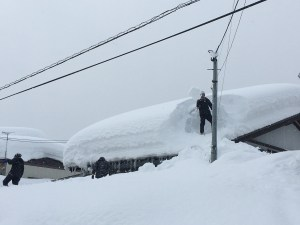 There heavy snowfalls have delivered some epic power days in th mountains, but have created a few hassles in the cities and towns. A scene from Joetsu, a city on the coast near Myoko.