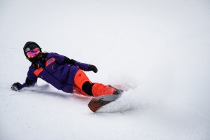 Michaela laying it over in som fresh pow. Photo: