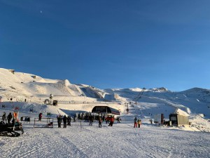 A perfect day in Cardrona yesterday and the fine weather will continue across the weekend, but there is snow on the way for South Island resorts mid-week. Photo: Cardrona