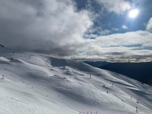 A partly cloudy morning gin Cardrona today with  change due to bring one snow