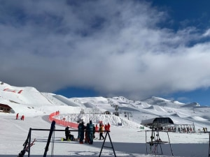 It's been a sunny couple of days in Cardrona and the weekend is lookigngood. The resort has extended the season and is open until October 24. How good's that?