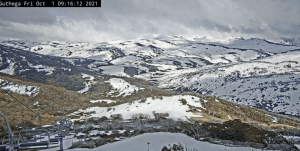 The view of the Main Range from Guthega this morning. Stil some snout there e and with 25cms possible next Monday/Tuesday it wil be worth a spring tour over thenext few weeks.